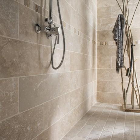 Comment poser du carrelage mural dans une salle de bain - Comment poser du carrelage salle de bain ...